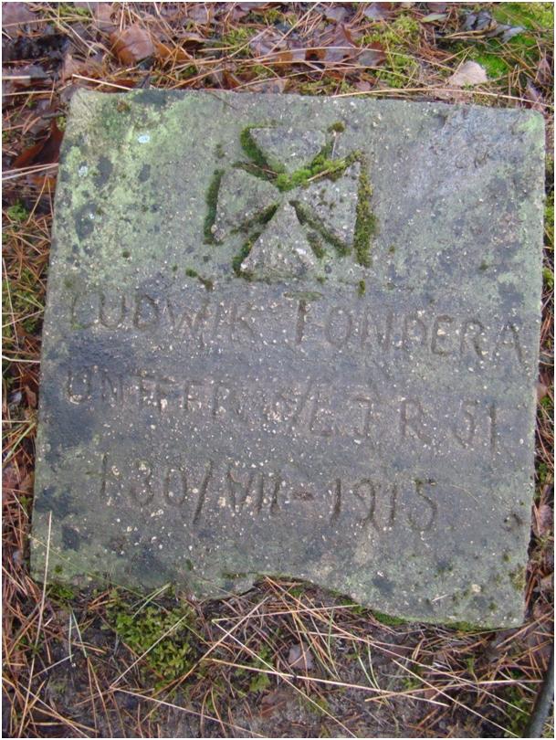 Płyta nagrobna Ludwika Tondery poległego 30 lipca 1915 r. żołnierza 4 Dywizji Piechoty Obrony Kraju, 6 kompanii 51 Pułku Piechoty Obrony Krajowej (Landwehr Infanterie Regiment Nr.51) z Wrocławia.